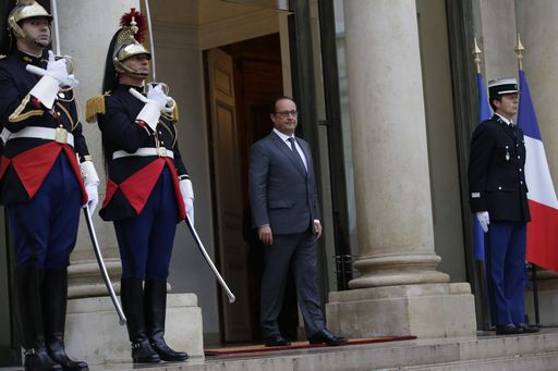 Francia: legione d'onore ai 4 passeggeri-eroi, Hollande