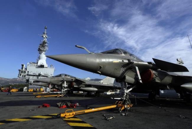 Francia lancia missioni in Siria e Iraq da portaerei De Gaulle